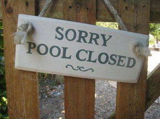 pool_closed_sign